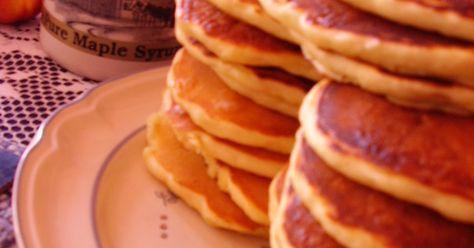 クックパッド1位カナダの週末の朝ごはんといえば、パンケーキ。甘さ控えめで何枚でもいけてしまうのです。食べ過ぎ注意!!