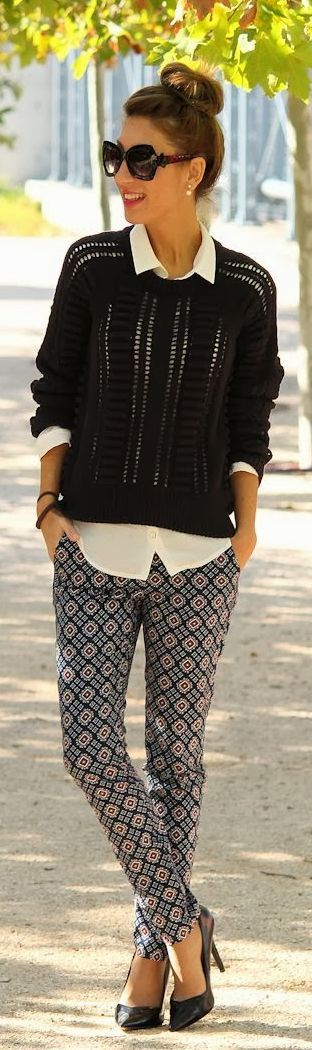 AW - Printed trousers, black jumper and white shirt. Work wear #Pantalon #Estampado by Lola Mansil Fashion Diary