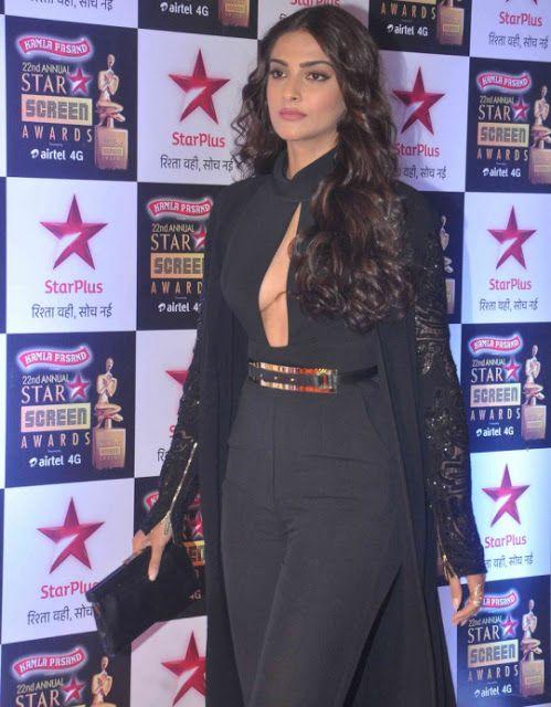 Sonam Flaunts it at Star Screen Awards 2016