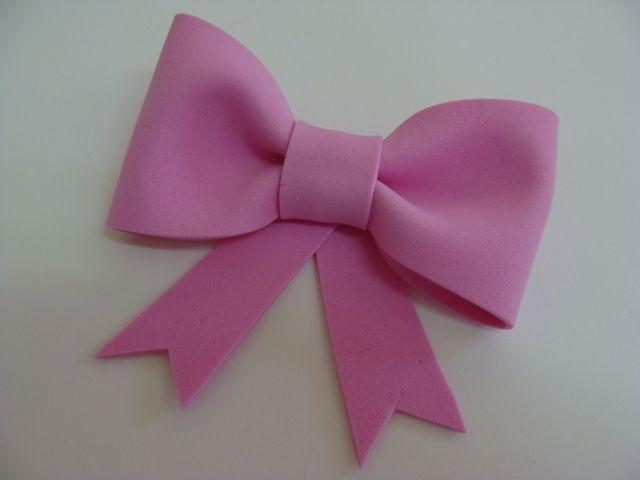 f0672ff4c2ec0 Veja Como Fazer Lindos Laços de EVA de Maneira Simples e Rápida    Embalagens e laços para presente   DIY, Diy hair bows e Felt crafts