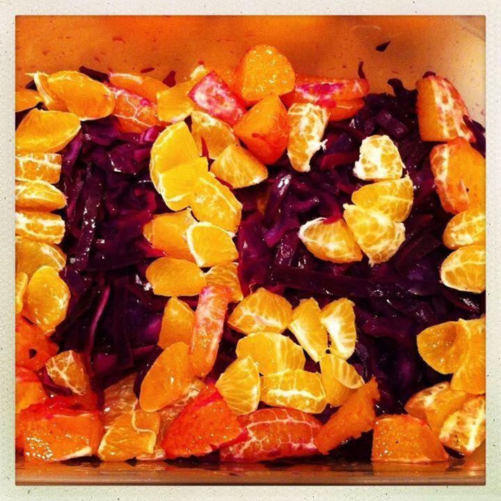 14. Dec 2012: Danish meatballs and red cabbage salad - my dish to the pot luck Christmas Dinner tonight // Det har været en travl dag (okay jeg tog lige en 2-timers middagslur på sofaen), så dagens tal er først klar nu ;)