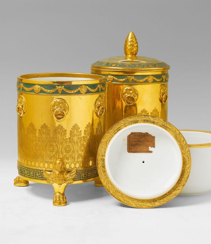zwei glaci ren f r gro f rst nikolaus porzellan radierte vergoldung emaildekor h 28 cm. Black Bedroom Furniture Sets. Home Design Ideas