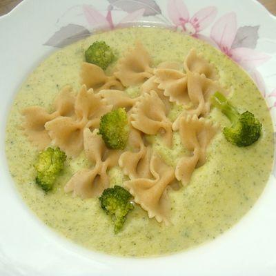 Zupa brokułowa z makaronem i serkiem (autor: paulina2157) - DoradcaSmaku.pl