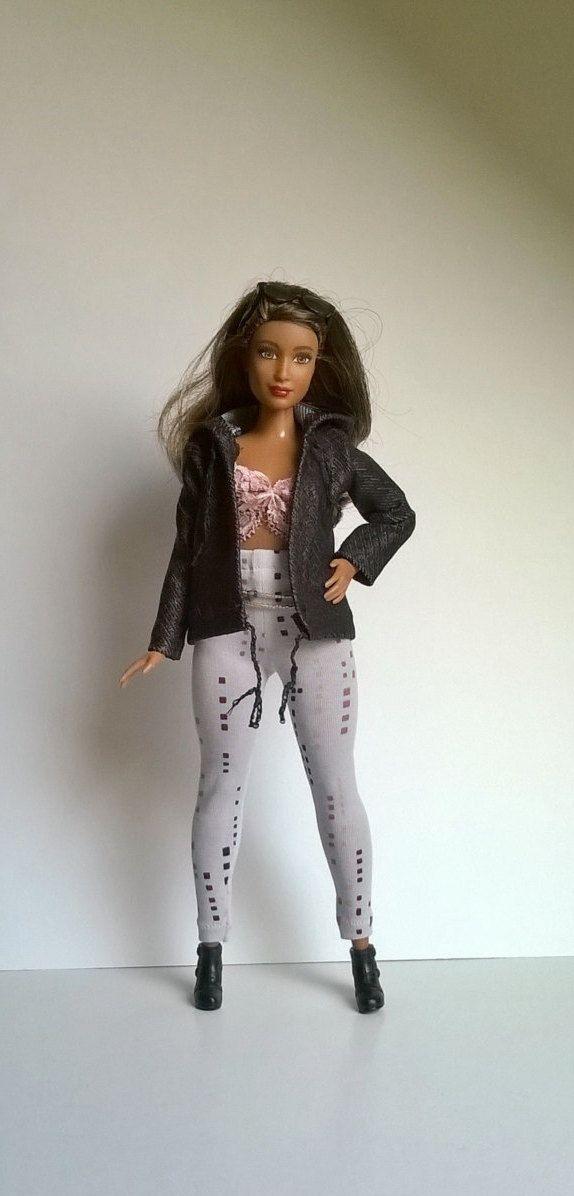 Curvy Barbie Stretch Jacke mit Kapuze in Schwarz von Schaurein auf Etsy