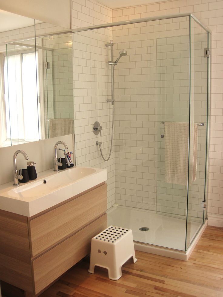 Best 25 guest bathroom remodel ideas on pinterest small for Douche salle de bain ikea
