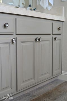 changing builder-grade, maple cabinets to something gorgeous with Annie Sloan chalk paint in French Linen.