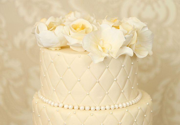 Думаете #свадебныйторт подходит только для свадеб? А вот и нет! Абелло с удовольствием приготовит #тематическийторт на юбилей свадьбы. У нас есть целых 18 начинок на любой вкус, а декор торта ограничивается только Вашей фантазией.   #Многоярусныйторт, #торты в виде замков, автомобилей, достопримечательностей, просто счастливой пары или даже с фигурками знаменитых влюбленных, вроде Шрэка и Фионы или Микки и Минни Маус - мы можем это все и даже больше! Можно придумать оригинальный дизайн к…