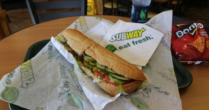 The Best and Worst Sandwiches to Order at Subway  Eating on the go can make it hard to stay within the FDA's recommended 2,000 calorie per-day diet, especially if you often find yourself needing to eat at fast food restaurants. And while sandwich chain Subway offers alternatives to burgers and fries, what if all those times you thought you were making a healthy choice by dining at Subway, you...