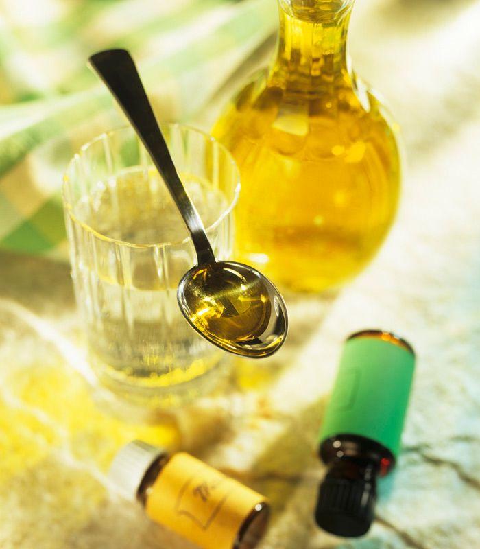 L'olio essenziale di Tea Tree è la soluzione naturale a piccoli e grandi fastidi di pelle, denti, capelli e vie respiratorie. Qui 7 modi per usarlo al meglio