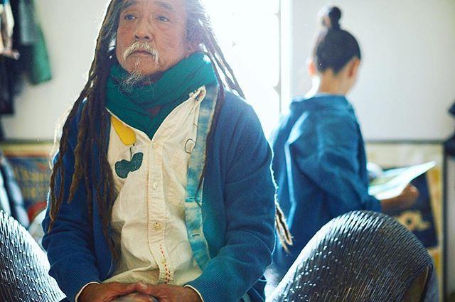 新しい朝 . . #sun#love#smile#buttondown#sashiko#tulip#fashion#washoi#asao#asaostyle#tokyo#japan#new#instagramjapan  #ボタンダウンシャツ#刺し子#チューリップ#生成り#手染め#藍#インディゴ#シャツ#コーデ#おしゃれ #光 #東京 #日本#今週もよろしくお願いします