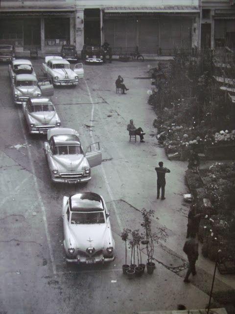 Billy Files: Αμερικάνικα ταξί στην Ελλάδα του χτες Πιάτσα ταξί στη πλατεία Ειρήνης στην Αθήνα, τη δεκαετία του '50