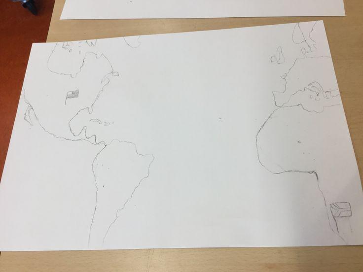 Dit heb ik de 1e grote papier les gedaan. Ik heb deze les de wereldkaart getekend waar het vliegtuig over vliegt. Eigenlijk ging (bijna) alles goed bij het tekenen van de kaart, alleen de vlag van de VS was erg lastig om in detail te maken. De volgende les wil ik me daarom bezig gaan houden met het tekenen van het vliegtuig.