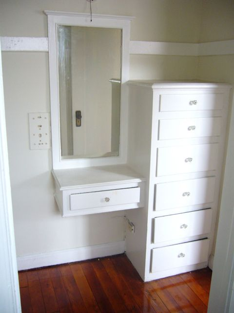 Built in Vanity inside closet | Flickr - Photo Sharing! *POSSIBLITY FOR MASTER BEDROOM IN MY SEPARATE SPACE WHERE LITTLE CLOSET IS*