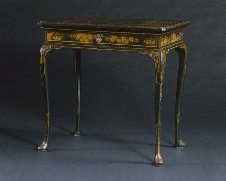A RARE QUEEN ANNE BLACK LACQUER PAD FOOT OCCASIONAL TABLE. English. Circa  1715.