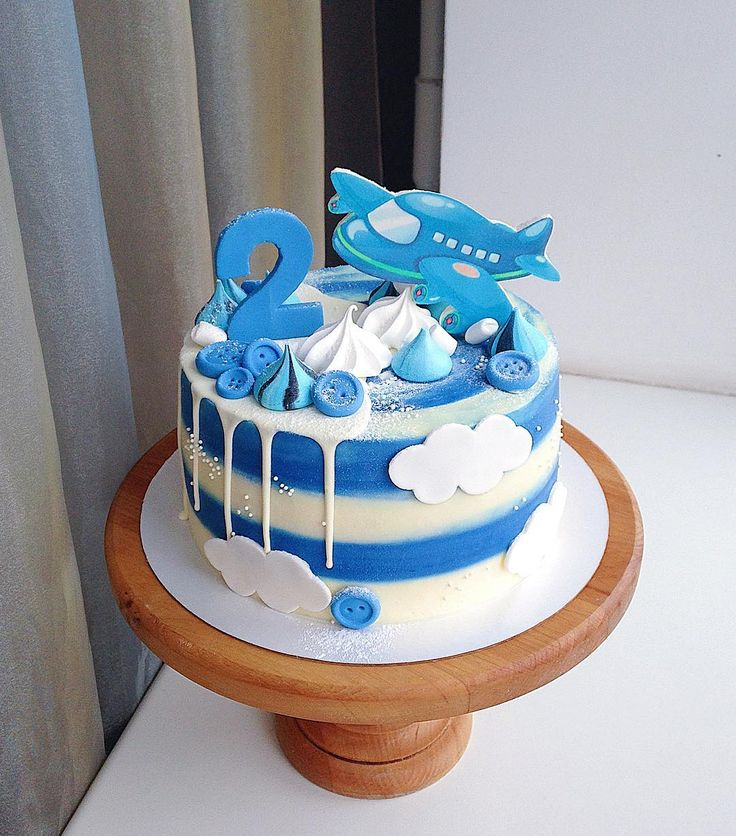 Ванильные и шоколадные бисквиты, сырно-сливочный крем и черничной-смородиновый мусс🍇 Мы не покрываем торты мастикой, покрытие - сырным кремом! По всем вопросам просьба писать в директ или вотсап (номер в профиле)🙏🏻 бОльшую часть комментариев под фото не успеваем отслеживать! #InstaSize #kasadelika #cake #cakes #cupcake #cupcakes #cook_good #chefs_battle #vsco #vscocam #vscofood #vscogood #vscorostov #vscorussia #food #follow #foodpic #followme #foodporn #foodphoto #foodstagram #instafood…