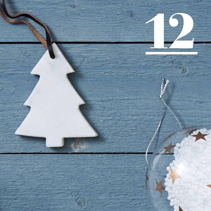 FEESTKALENDER • 12 december! Gouden kerstballen, papieren sterren... tip: shop ze vandaag met een verrassing! Link in bio.