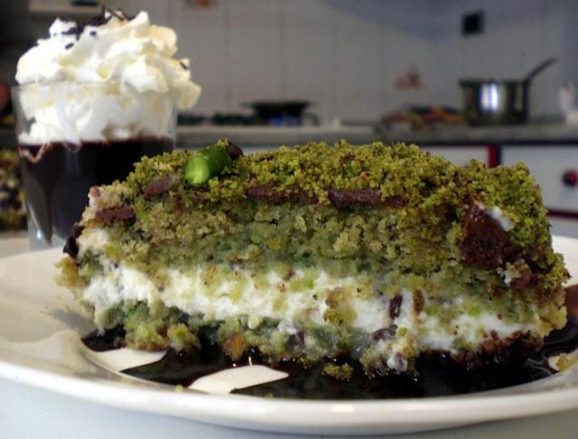 Torta al Pistacchio di Bronte, con liquore al Cioccolato di Modica e Crema liquore al Pistacchio. www.bomapi.com