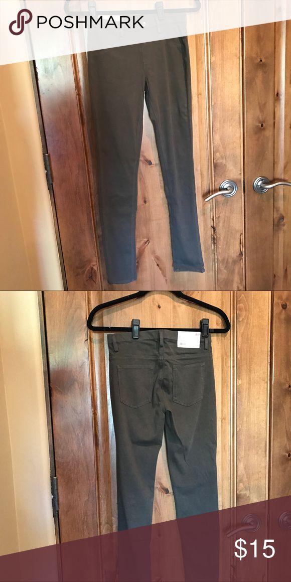 NWT hunter green Uniqlo jeans size small NWT hunter green Uniqlo jeans size small Uniqlo Jeans Skinny