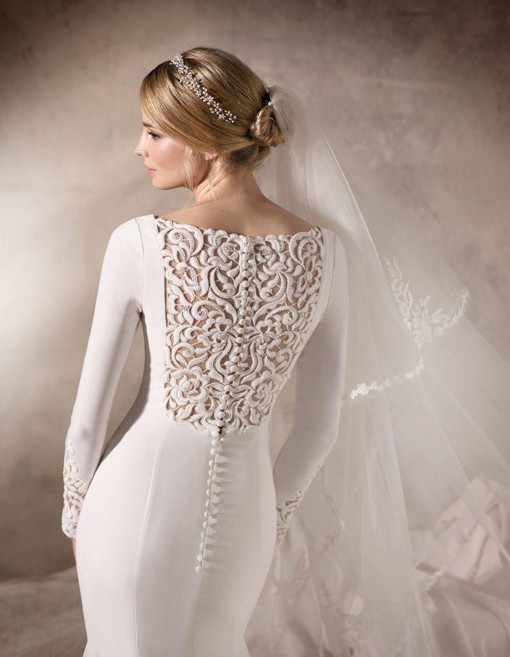 Raffaele Ciuca is an premium stockist of La Sposa. Gown style Hailey.  www.raffaeleciuca.com.au MELB . AUS