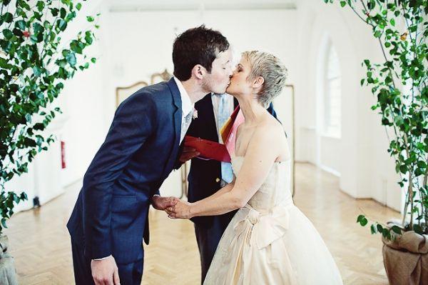 Bride with pixie cut gorgeous