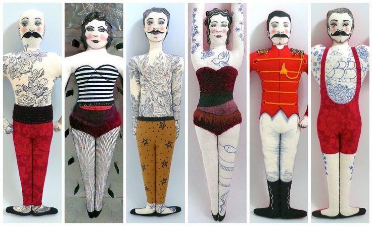 Tattooed Doll, Poupées Tatouées, Circus Doll, Personnages de cirque,  peintes et dessinées aux feutres textiles, vêtements en tissus vinages, et anciens, dos en tissu à motifs - Un Radis m'a dit - Boutique https://www.alittlemarket.com/boutique/un_radis_m_a_dit-815807.html