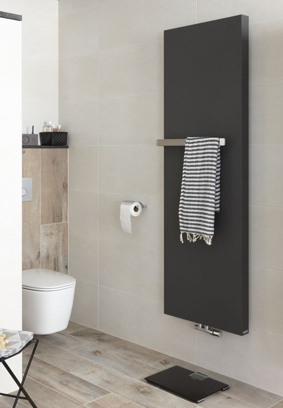 Radiator en toilet in complete badkamer Mix & Match Baden+ contrast