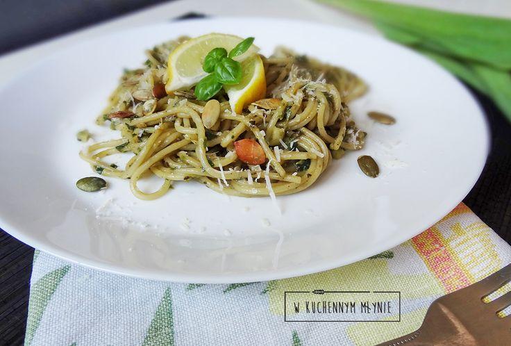 Spaghetti z pesto z roszponki i awokado
