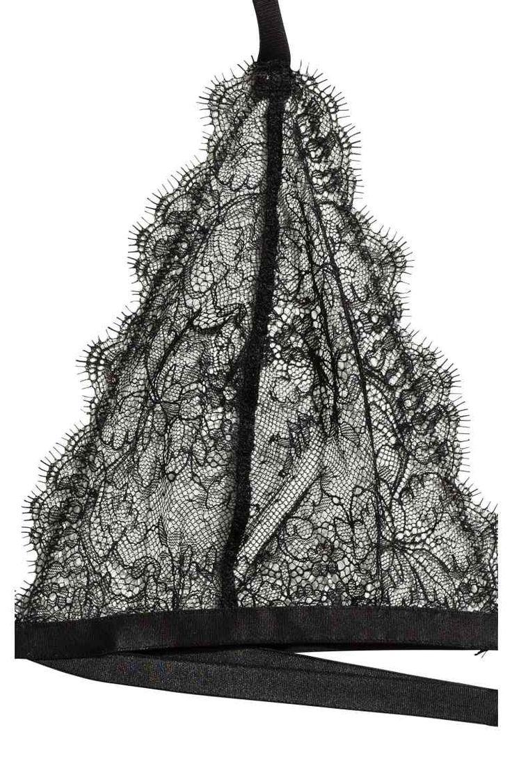 Soutien-gorge en dentelle: Soutien-gorge dos nu en dentelle ajourée. Modèle souple avec tour de cou ajustable muni d'une attache sur la nuque. Double bande extensible à la base avec fermeture réglable dans le dos.