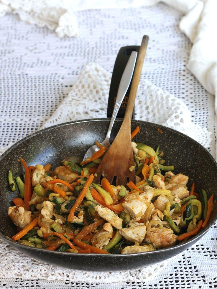 BOCCONCINI DI POLLO CON VERDURE ricetta in padella secondo piatto