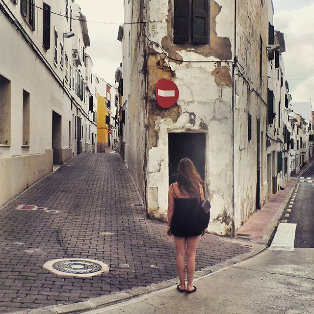 Street Photography Menorca by @laciudadalinsta  #catalunya #ig_europe #igersespaña #instagram #instagood #arquitectura #archilovers #architecture #patrimonio #windows #facade #fachadas #huntgram #summer   N·2