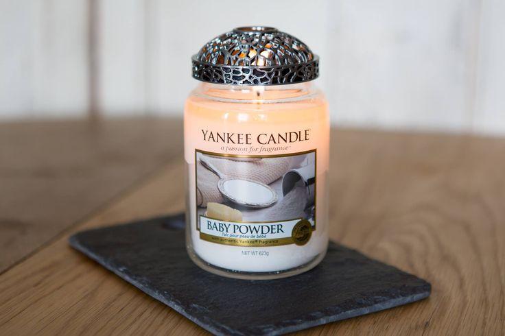 Poudre de bébé - Yankee Candle : La senteur douce et propre du talc pour bébé ou de la lingette ! Une bougie qui vous rappellera une senteur fraîche et rassurante qui apaise l'esprit.