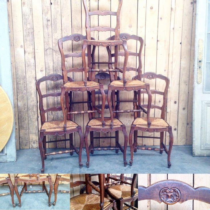 six chaises louis XV en chêne massif  pietements à entretoise . XX siècle .
