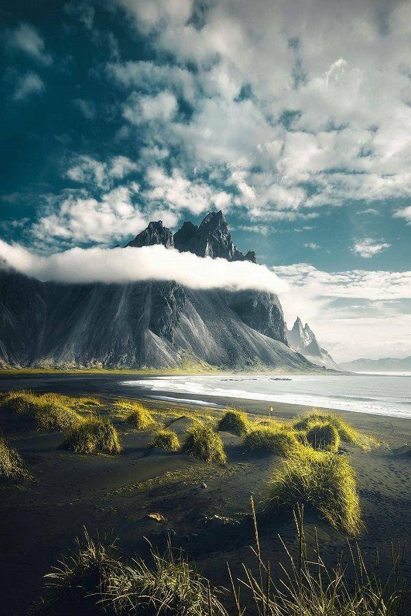 Stokksnes ist eine Landzunge an der südöstlichen isländischen Küste und einer der meistfotografierten Berge Islands.
