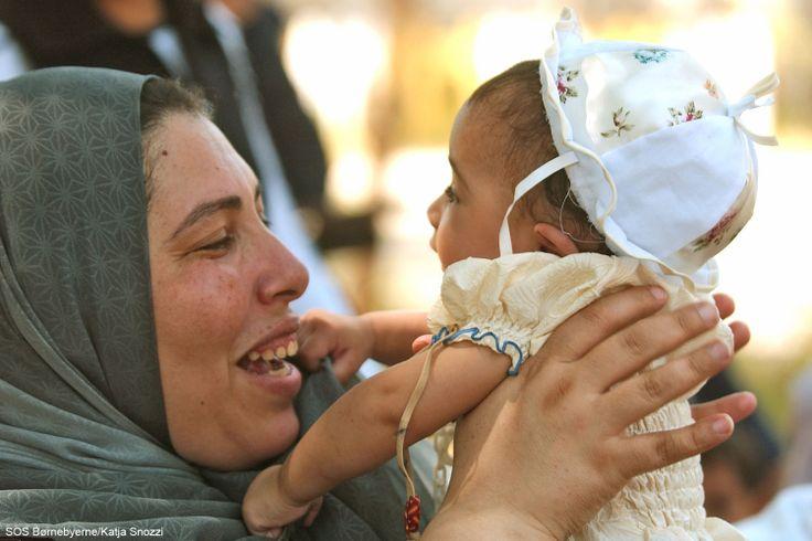 SOS-mor og barn i børnebyen Tanta i Egypten. #mor #Egypten