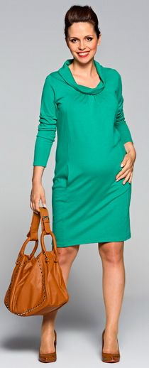 An intriguing dress made of slightly thicker jersey and a curl up turtle neck. The gathering below the neckline make the fabric fit perfectly no matter of your belly size. It will also suit you beyond the pregnancy time. The asymmetric pockets are situated along the bridge sewing.