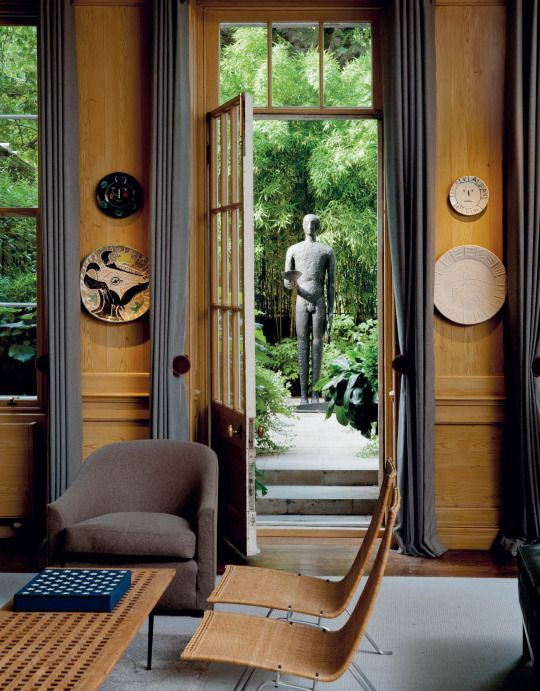 Interior from the London apartment of Sting and Trudie Styler: Picasso ceramic wall plates (1960s), Poul Kjærholm´s PK22 lounge chairs (1955), Mimmo Paladino´s Untitled standing bronze sculpture (2004). / Christie´s