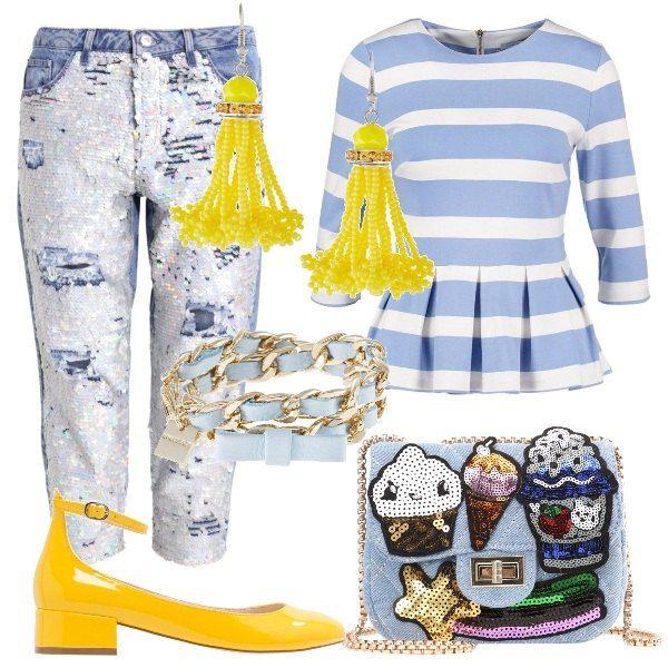Il pantalone jeans, ricoperto di paillettes è abbinato ad un top a righe, con manica a tre quarti e gonnellino. La borsa, in jeans, è arricchita da patch colorate, la tracolla è una catenella dorata, come il bracciale. Completano l'outfit, una scarpa, con tacco basso e un paio di orecchini di perline, entrambi gialli.