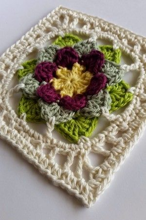Love this crochet pattern - looks like Hellebores.
