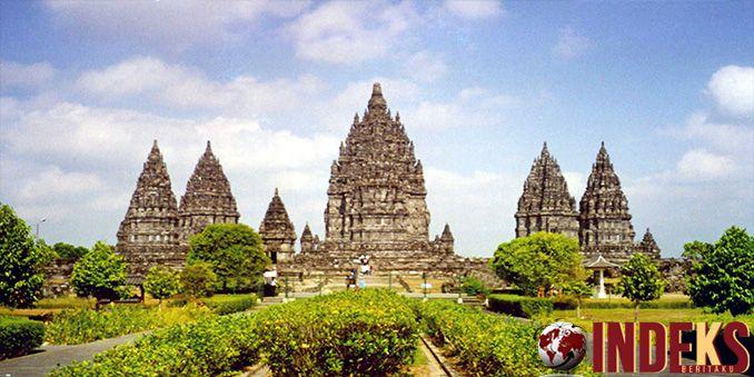 Candi Prambanan merupakan salah satu peninggalan Hindu yang ada di Yogyakarta, yang dikunjungi oleh Presiden Amerika Serikat ke-44,Barack Obama