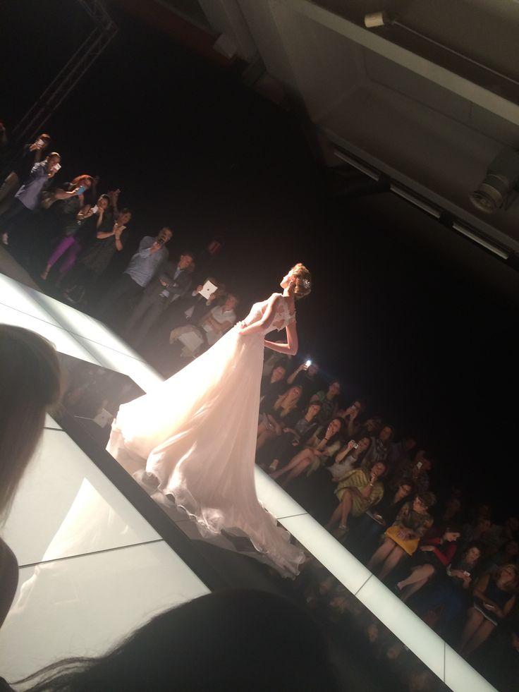 Ecco alcune immagini della sfilata Alessandra Rinaudo Collezione 2015...romanticissima, preziossima e molto femminile....ragazze siete pronte a scegliere il vostro abito dei sogni? Www.tosettisposa.it #alessandrarinaudo #l'abitodeisogni #realtime #abitidasposa2015 #tosetti #tosettisposa