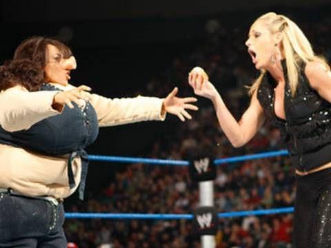 SmackDown: Michelle McCool vs. Mickie James - WWE Women's
