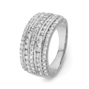 Oh wow just look at how stunning this ring is�.quite amazing.Bling