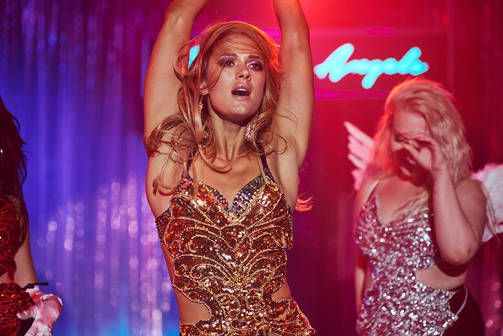 """""""Krista Kosonen on viimeisissä leffarooleissaan nähty kaikkea muuta kuin seksikkäänä. Miami-leffassa tämä puute korjaantuu.""""   #Miami #MiamiElokuva #Miamileffa #KristaKosonen #SonjaKuittinen #ZaidaBergroth #draama #kotimainen #siskot #elokuva #leffa #tulossa #nordiskfilmfinland @NordiskFilmFinland"""