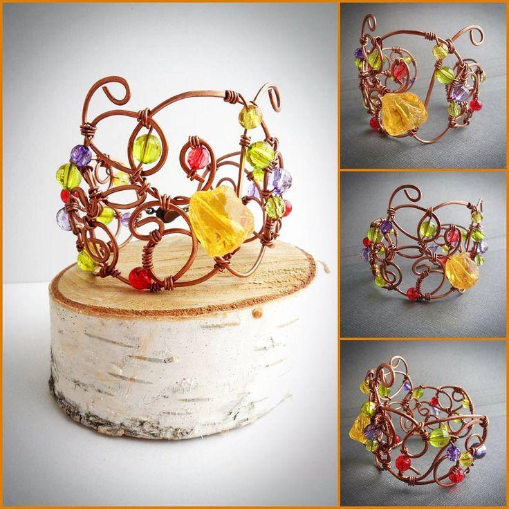 "Браслет ""Вензеля и леденцы"", кварц окрашенный, бусины стеклянные, медь #браслетручнойработы #вензеля #леденцы #кварц #стеклянныебусины #медныеукрашения #медь #ручная_работа #браслет #натуральныекамни #геология #colorful #copperjewelry #sweetmeats #copper #quartz #wirewrappedjewelry #handmadejewelry  #wire #wirewrap #wirework #naturalstones #geology #monogram #handmade #glassbeads #braslet #jewelry #forwomen #accessories"