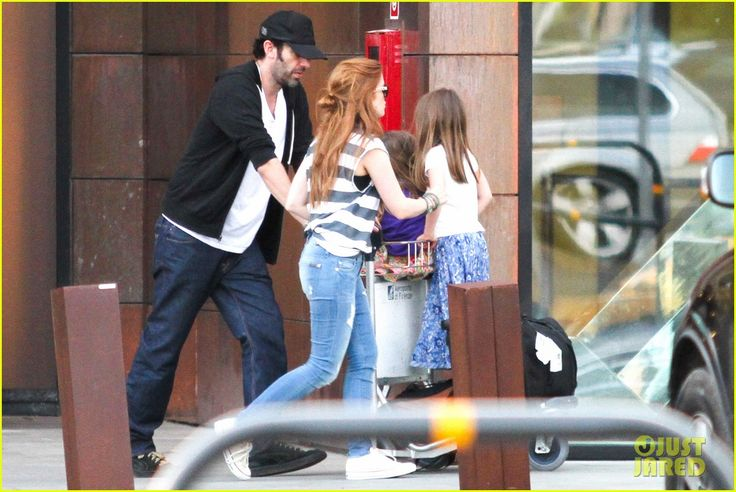 Isla Fisher and Sacha Baron Cohen take their girls Olive and Elula sight-seeing in Italy on July 27, 2013
