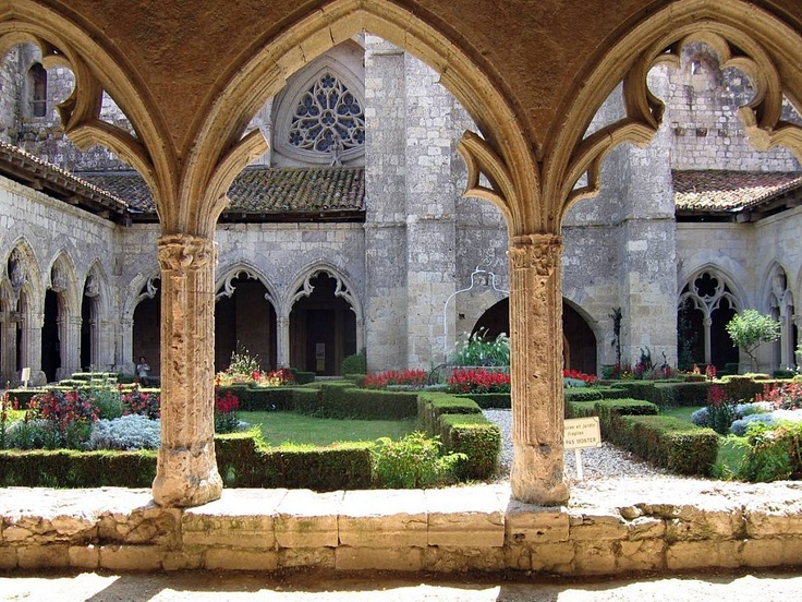 La Romieu began as a village on the St Jacques de Compostela pilgrims' route, and developed around the important 14thC abbey, La Collegiale St Pierre. This is its lovely cloister. Inside is an eight-sided beautifully painted sacristry, a gem of Gothic architecture.
