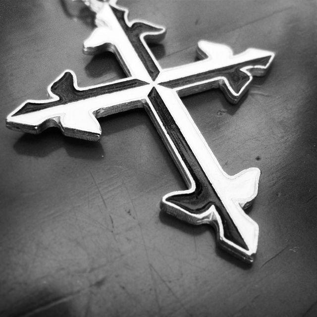 Krzyż dominikański. Dominican Cross. Black & White #dominikanie #symbol #dominicans #cross #krzyż #b&w
