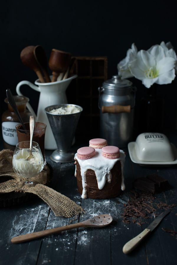 layercake, snickers cake, macarons auf törtchen, Verzierung layer cake mal anders, essraum Katharina Küllmer, Food Fotografie Kassel