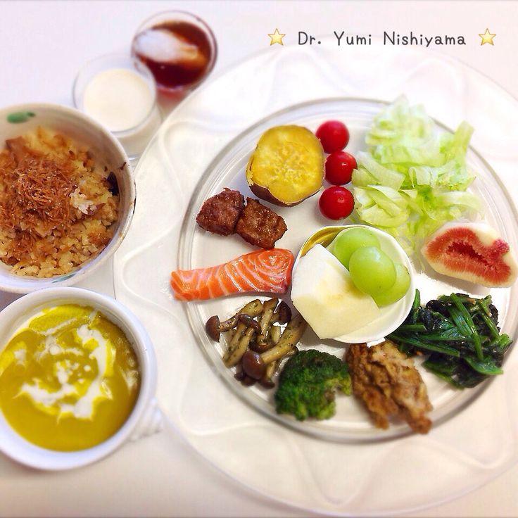 """Dr. Yumi Nishiyama's """"The Original Diet Plate"""" for beauty & health from japanese doctor‼️   2015.9.28「ドクターにしやま由美式ダイエットプレート」:女性医師が栄養バランスを考えた、美味しいプレートのご紹介。    大きめのプレートに、血糖値を急激に上げないように考えた食材を並べ、12時の位置から順番に食べるとても分かり易い方法です。   血糖値を上げないこの食べ方は、身体に優しく栄養補給ができるので健康を維持できます。オリジナルの⭐️西山酵素⭐️も最後に飲みます。   ⭐️美女のスイッチ⭐️⭐️時計周りに食べなさい⭐️の西山由美医師の本もAmazonで購入可。  http://www.momohime-medical.com  #ダイエットプレート #diet #healthy #にしやま由美 #痩せる食事 #doctor #nagoya #nutrition #子供の脳育を考えた食事 #血糖値が急上昇しない健康的食事方法"""