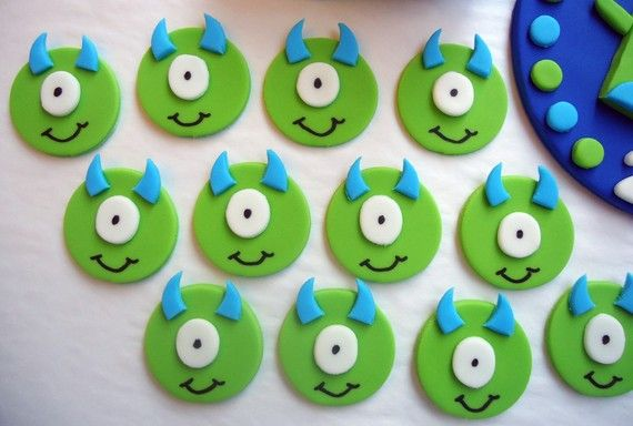 Idea for decorating monster cookies or cupcake toppers